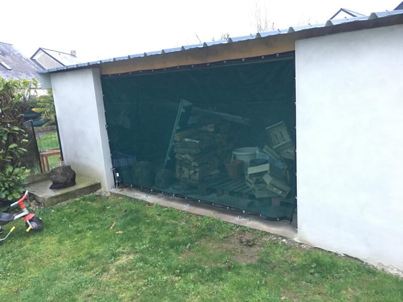 Brise-vent vert pour ouverture garage