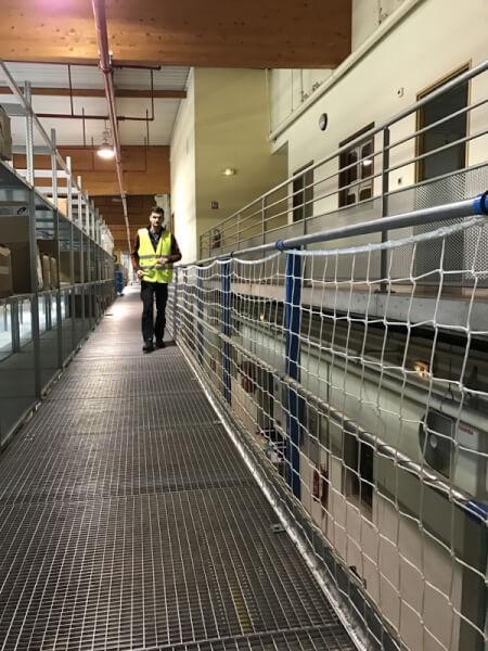 Filet garde-corps pour passerelle métallique usine