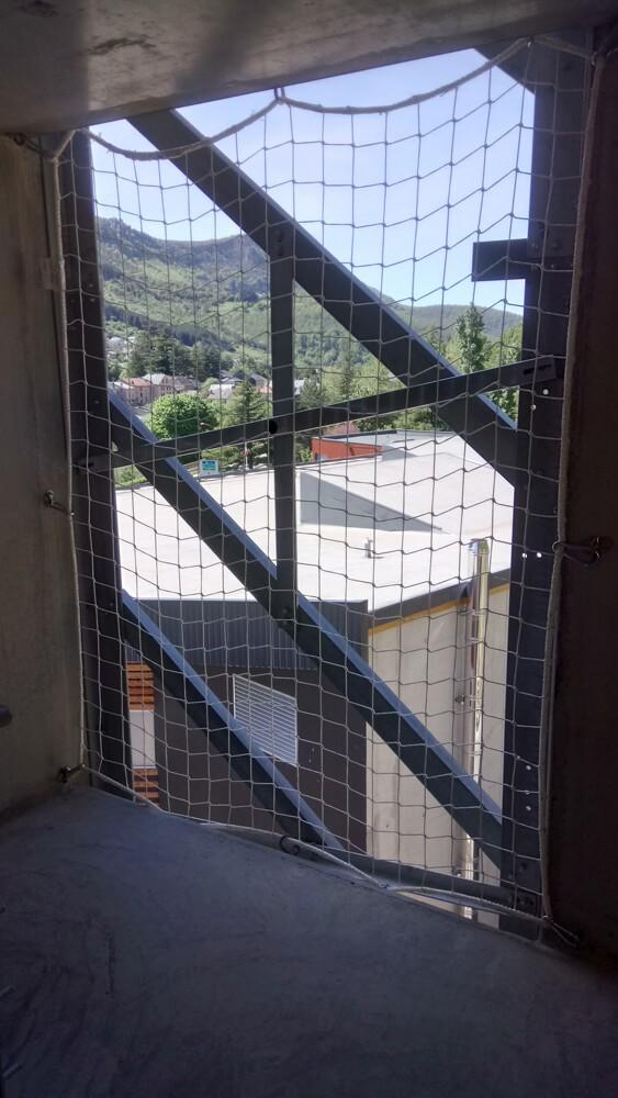 Filet anti-chute pour cage d'escalier ouverte