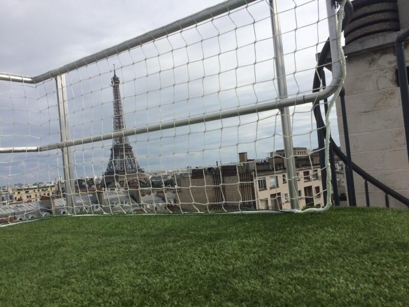 Filet garde-corps toit-terrasse vue sur la Tour Eiffel
