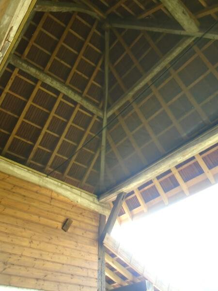 Filet brise-vent sous toiture