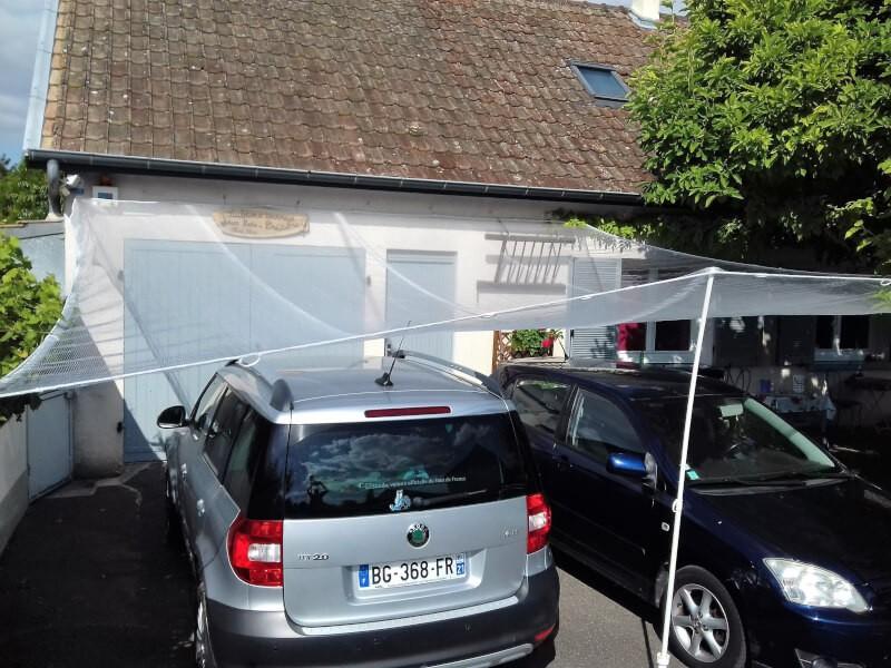 Filet anti grêle pour protéger des voitures stationnées