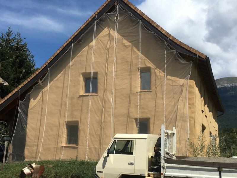 Filet anti poussière et peinture pour travaux en façade