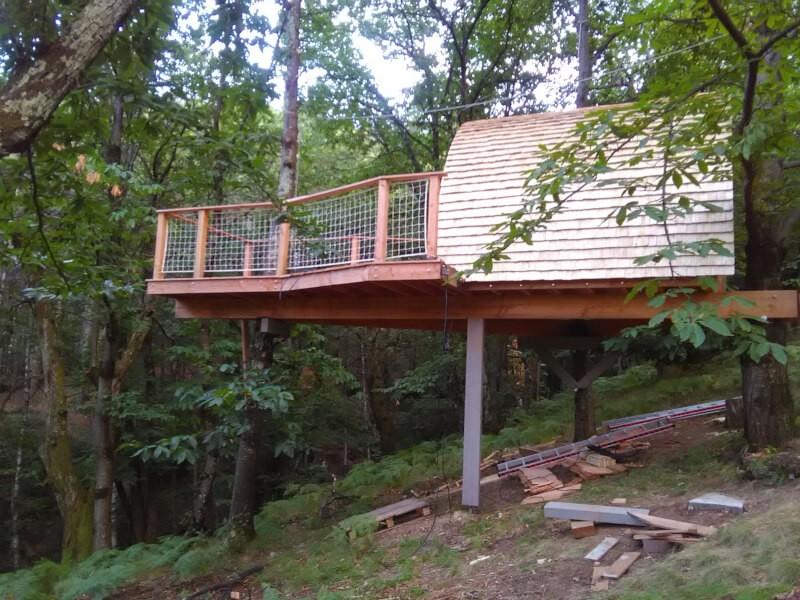 Filet garde-corps pour terrasse dans les arbres
