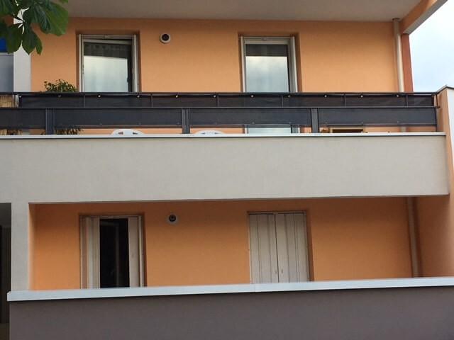 Brise-vue couleur occultation forte pour balcon