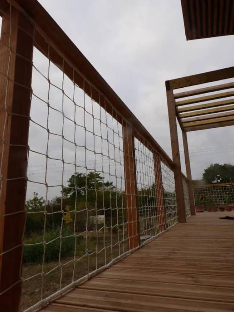 Garde-corps en filet pour terrasse en bois