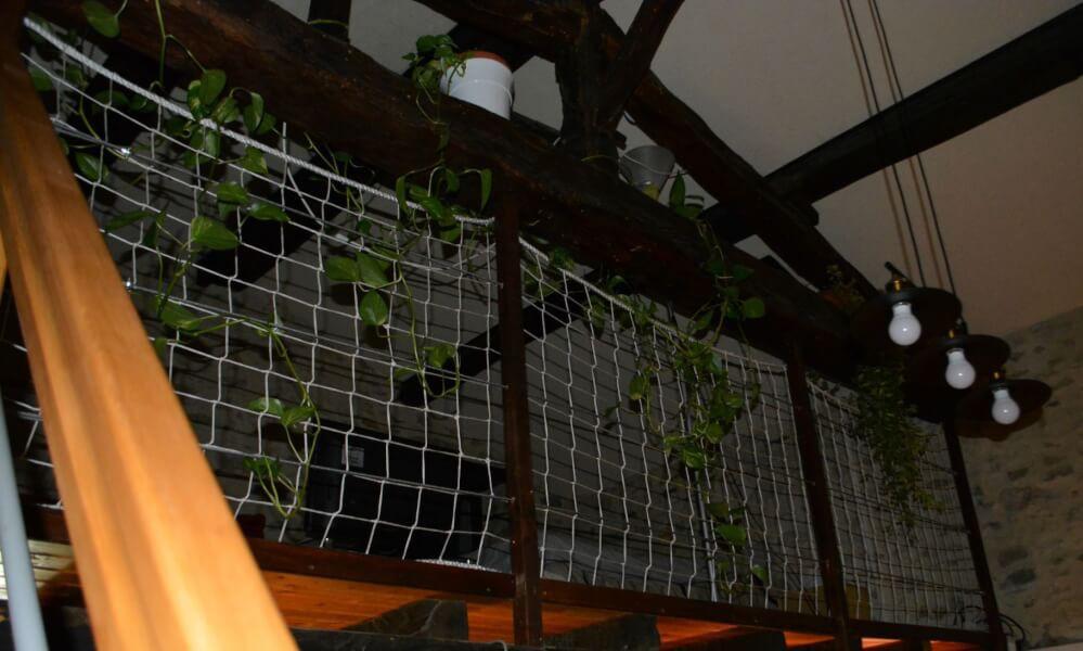 Filet garde-corps pour sécuriser une mezzanine intérieure