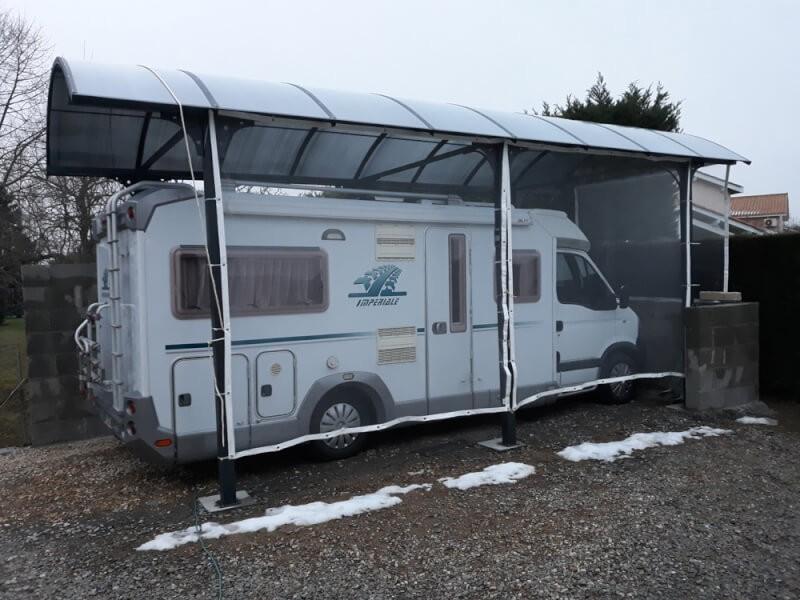 Filet contre la grêle pour un abri à camping-car