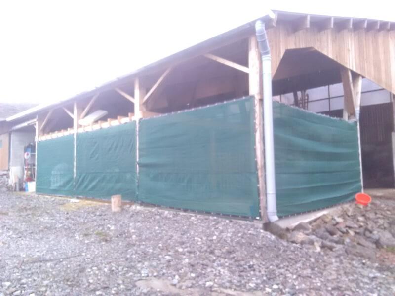 Brise-vent vert 90% pour abri agricole