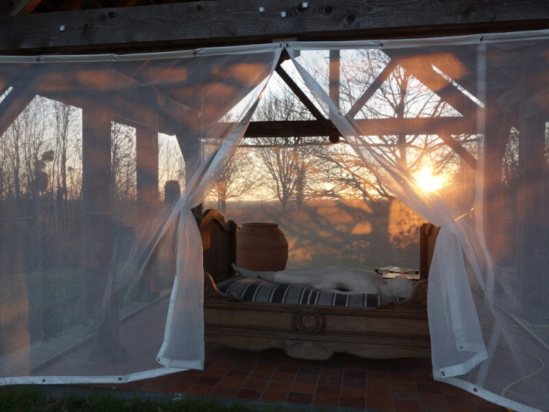Filet brise-vent blanc pour terrasse
