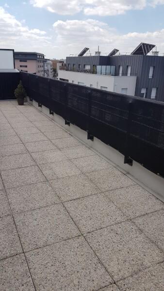 Occulter la vue avec un filet sur sa terrasse