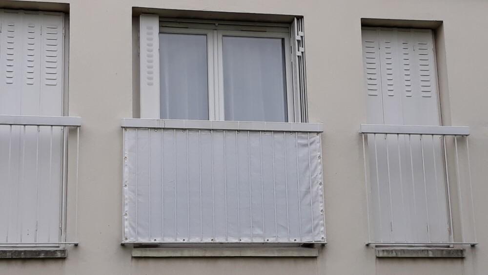 Brise-vue pour intimité porte fenêtre appartement