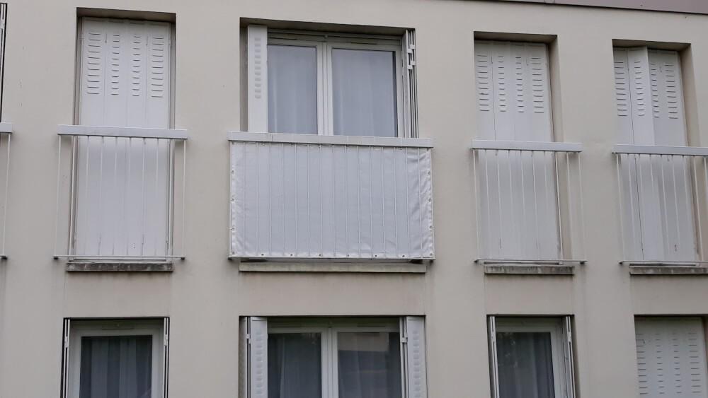 Brise-vue pour bas porte fenêtre appartement