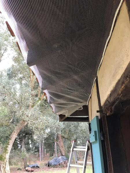 Filet pare-gravats pour protéger les combles de l'invasion des animaux