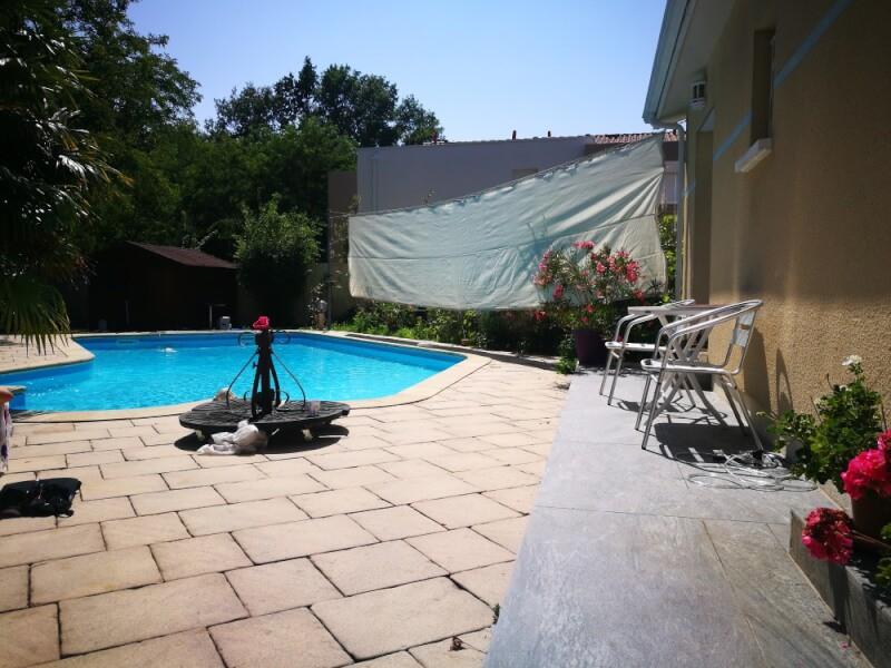 Filet brise-vue pour espace piscine