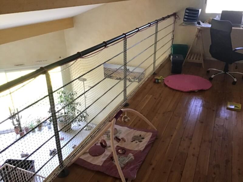 Sécuriser une mezzanine avec un filet de protection jeunes enfants