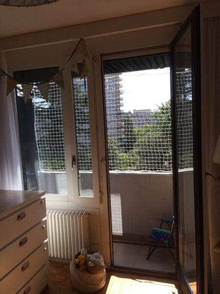 Filet de protection blanc pour balcon immeuble