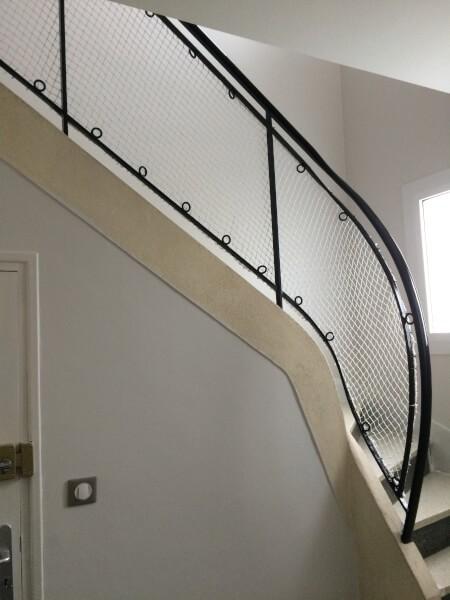 Filet protection enfants garde-corps escalier