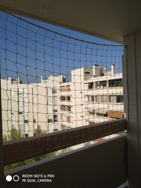 Sécuriser un balcon avec un filet garde-corps