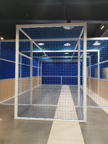 Filet pare-ballons pour futsal dans une boutique