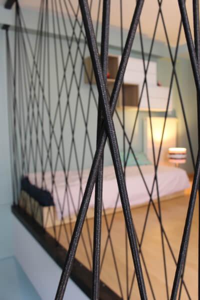 Sécuriser un escalier avec du sandow noir 8 mm