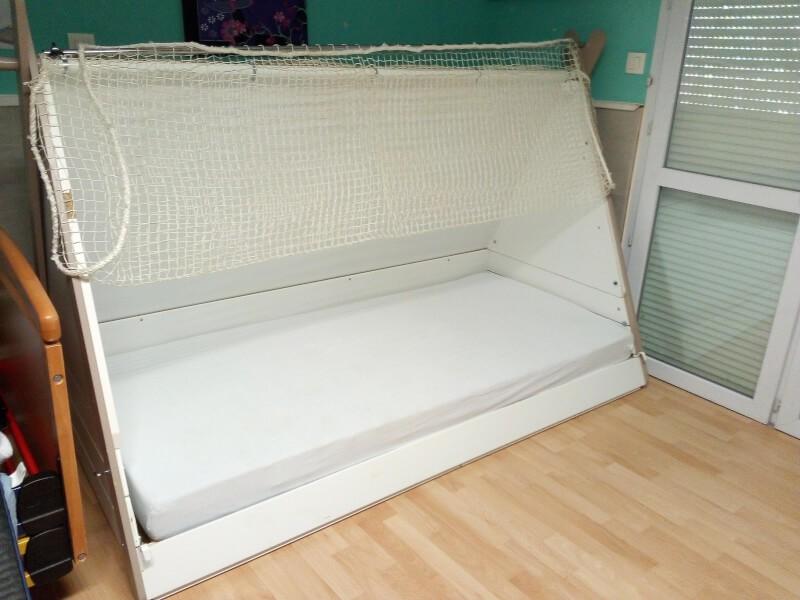 Filet pour un lit cabane sur un lit médicalisé