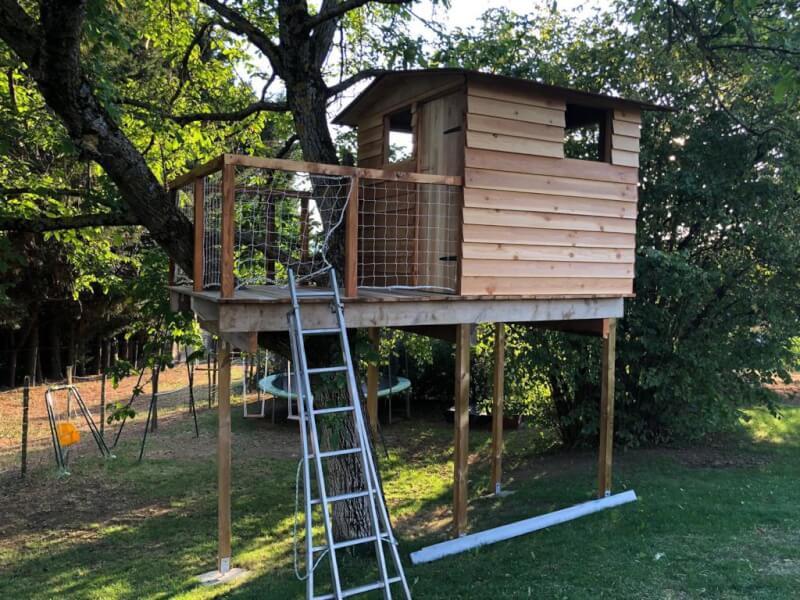 Sécuriser la cabane pour que les enfants puissent jouer dedans