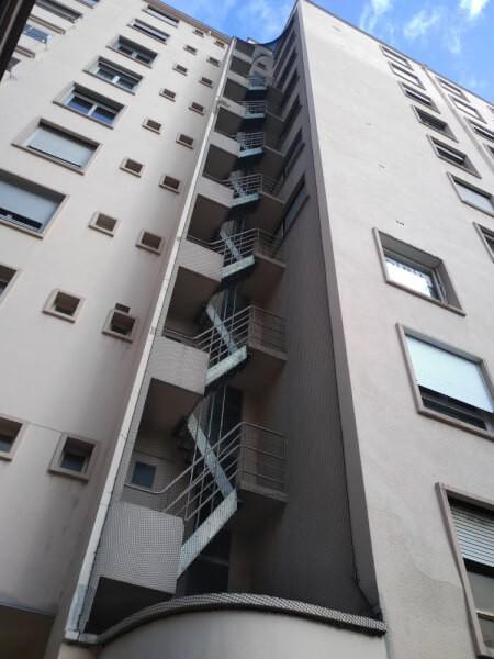 Filet de volière pour cage escalier ouverte immeuble