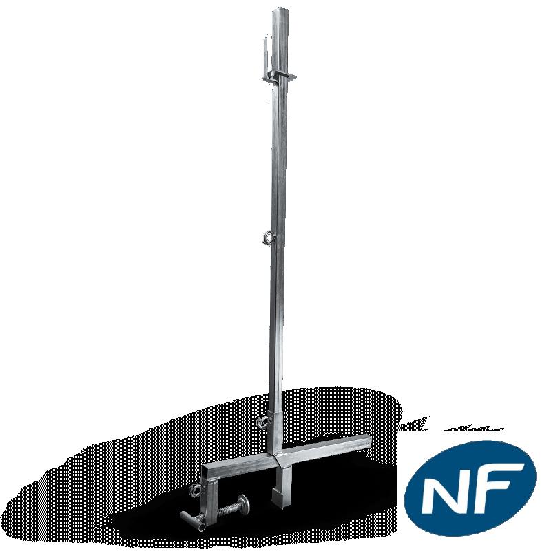 Potelet pour filet garde-corps et périphérique normé NF P93-355