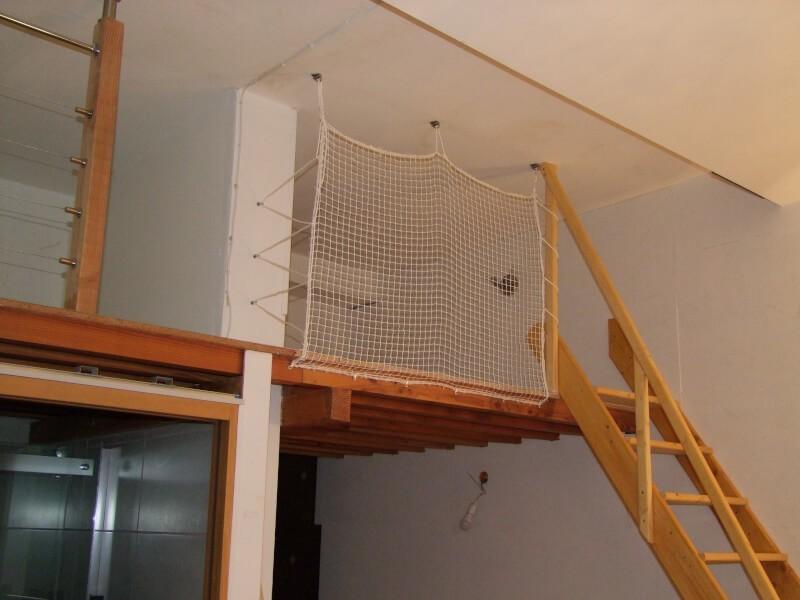Sécuriser une mezzanine avec un filet d'habitation