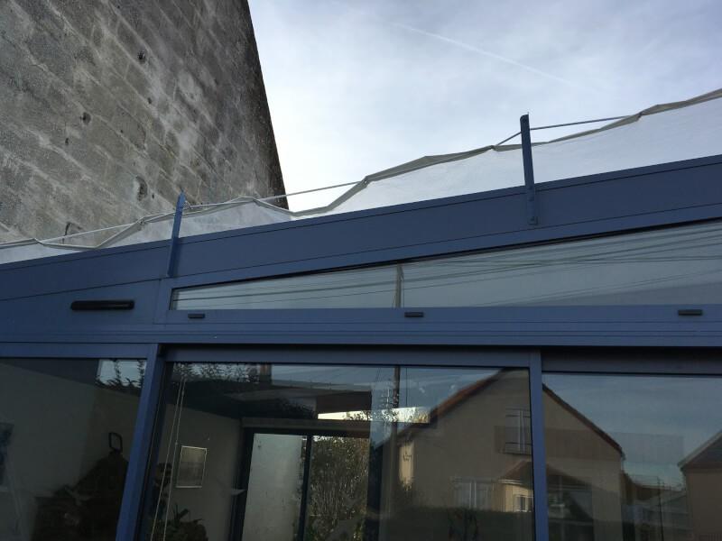 Filet anti-feuilles sur toiture