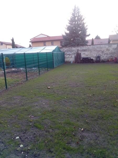 Filet brise-vent pour serre et jardin