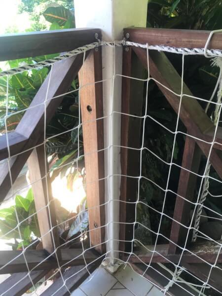 Installation d'un filet périphérique pour terrasse avec corde et pontets