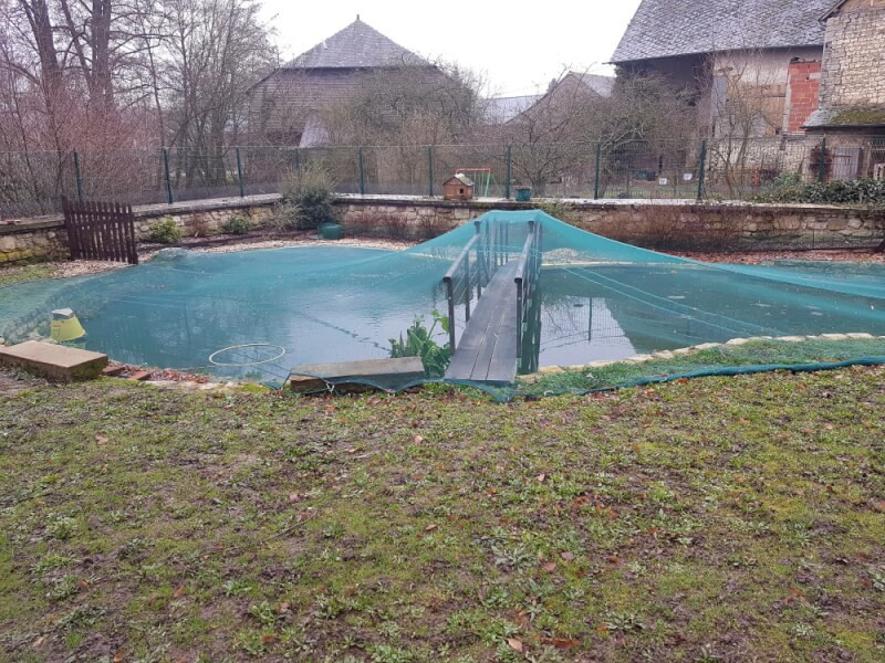 Filet contre les feuilles pour recouvrir un bassin
