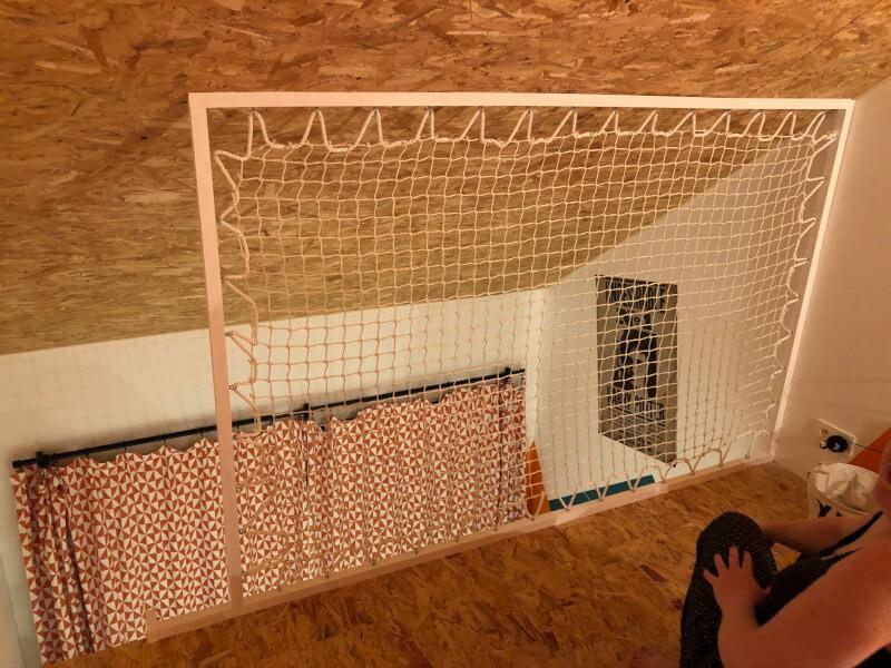 Filet garde-corps pour mezzanine dans une chambre d'enfant