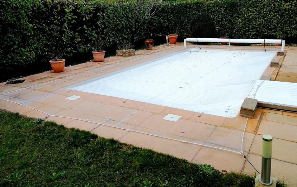 Filet anti-feuilles pour piscine