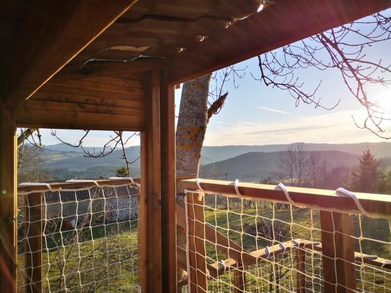 Filet garde-corps blanc pour sécuriser une cabane en bois