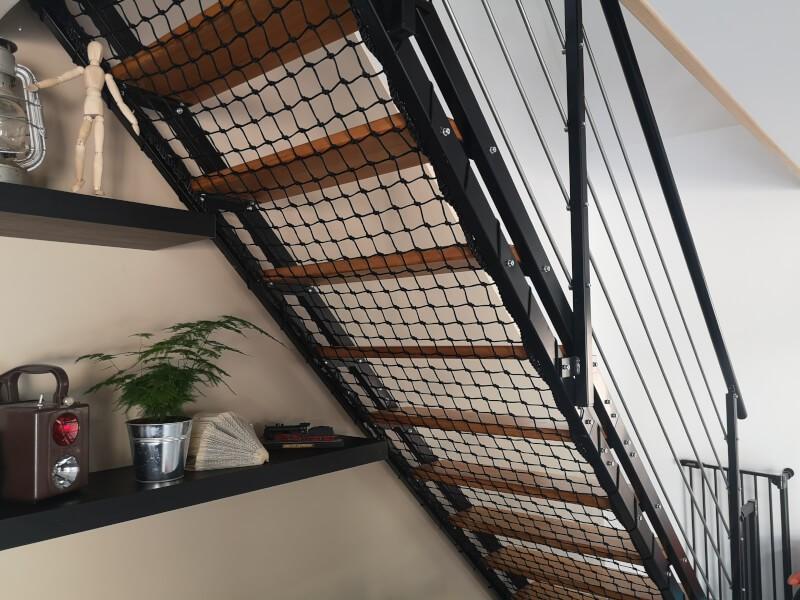 Filet de protection sous vide pour escalier sans contre marche