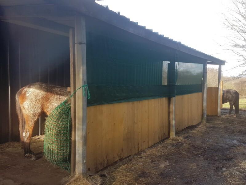 Filet brise-vent pour fermer grange à foin
