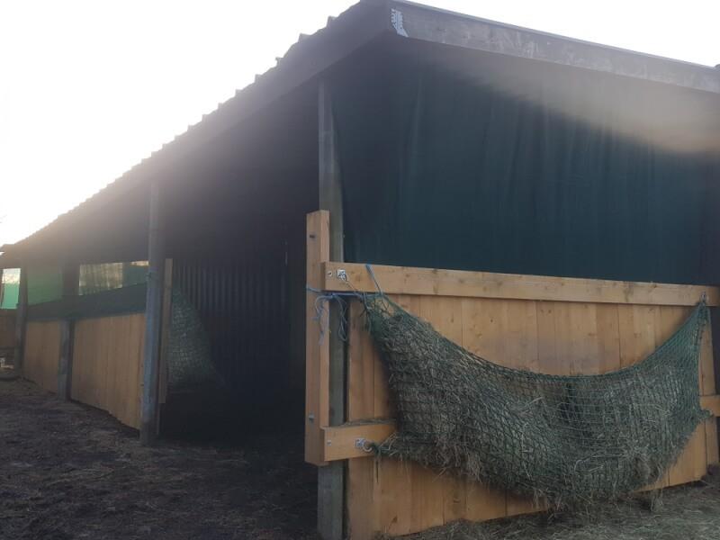 Filet brise-vent pour grange à foin
