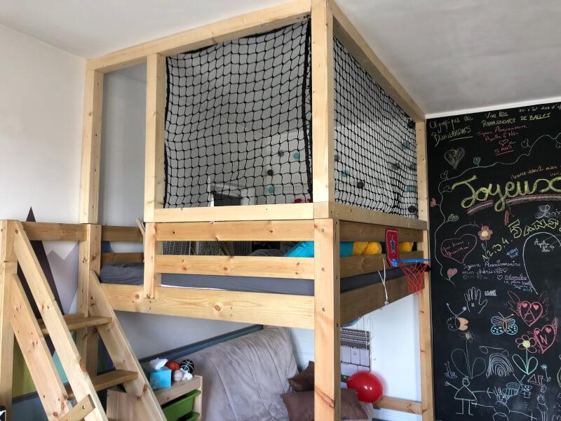Cabane intérieure lecture pour enfants avec filet garde-corps