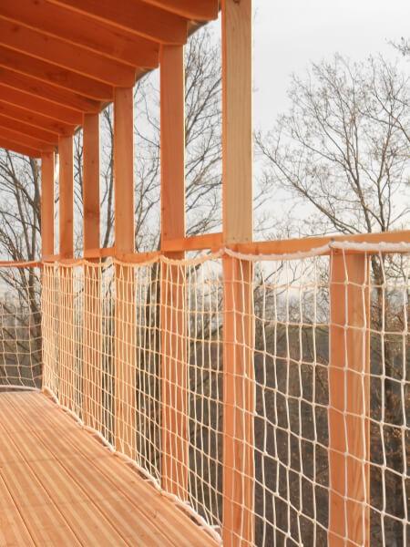 Filet de sécurité pour balcon chalet bois