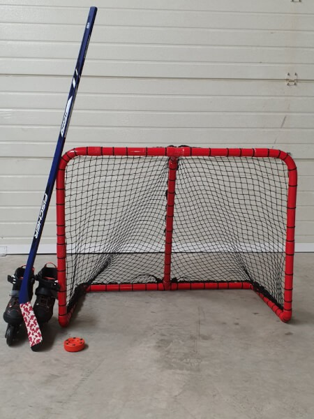 Filet pare-ballons pour créer un but de roller hockey