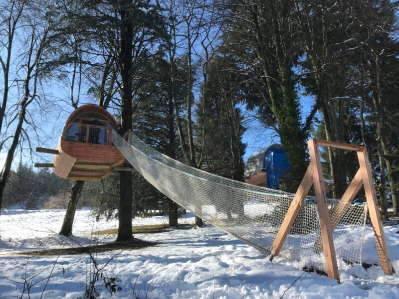 Pont de singe chalet suspendu dans les arbres - gite insolite