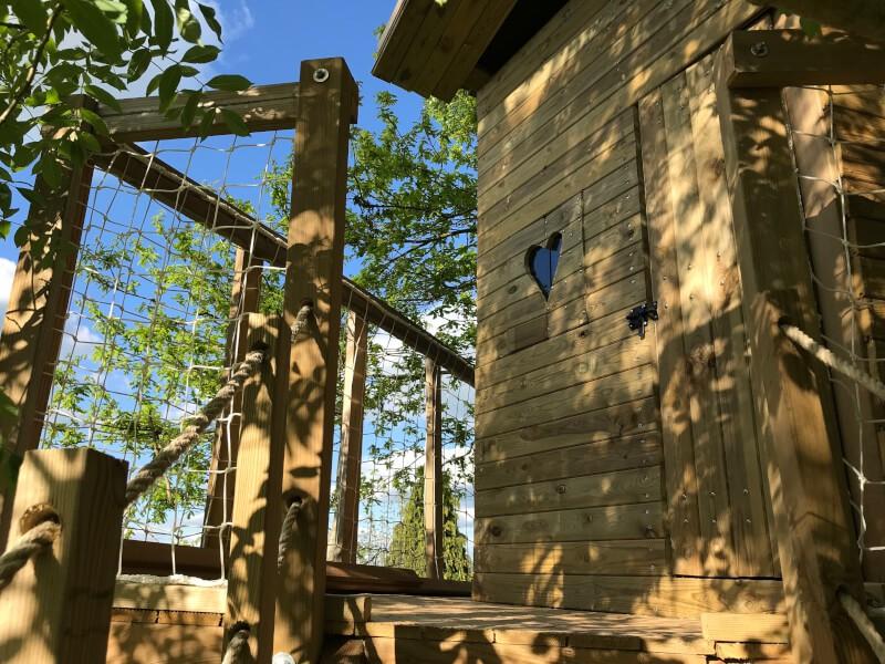 Filet garde-corps pour une cabane d'enfant dans un arbre