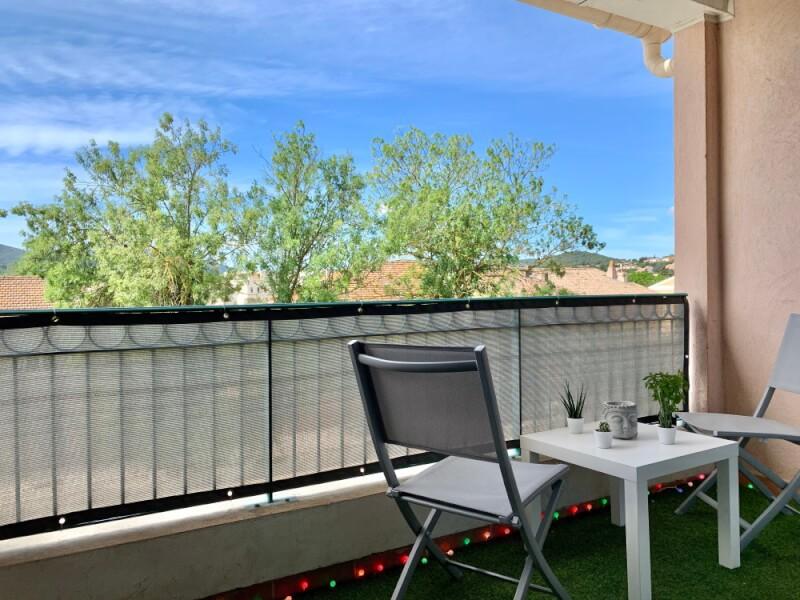 Brise-vue couleur esthétique pour balcon