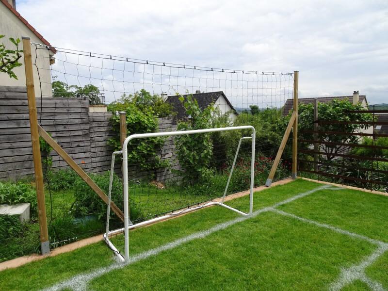 Filet pare-ballons pour fabriquer un mini-terrain de foot