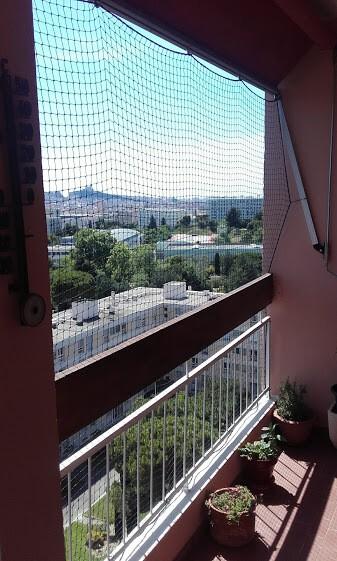 Filet contre les pigeons pour protéger un balcon