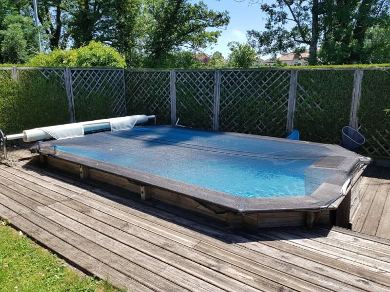 Filet anti-feuilles pour recouvrir une piscine