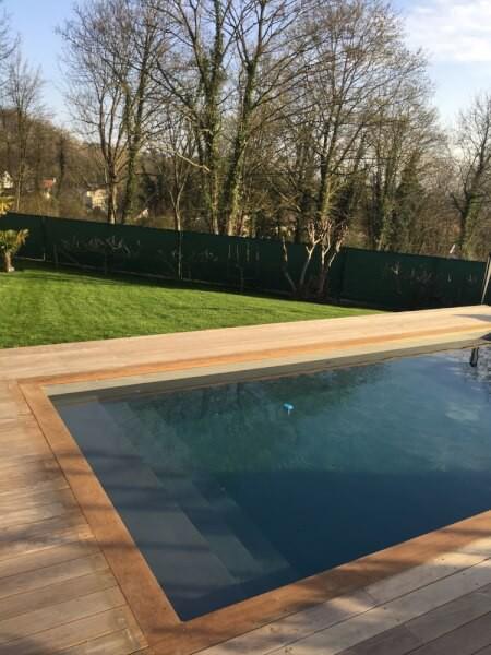 Filet brise-vue pour jardin avec piscine